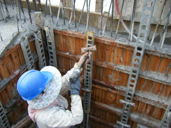 100101-二樓養護2、拆側模及三樓放樣07