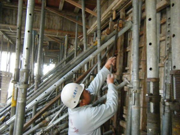 100101-二樓養護2、拆側模及三樓放樣08