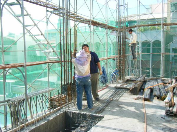 100103-二樓養護4及三樓柱鋼筋綁紮04