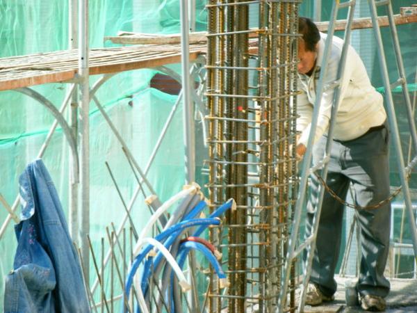 100103-二樓養護4及三樓柱鋼筋綁紮07
