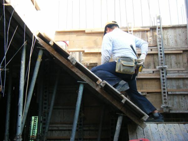 100115-三樓頂板組立04