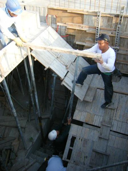 100115-三樓頂板組立11