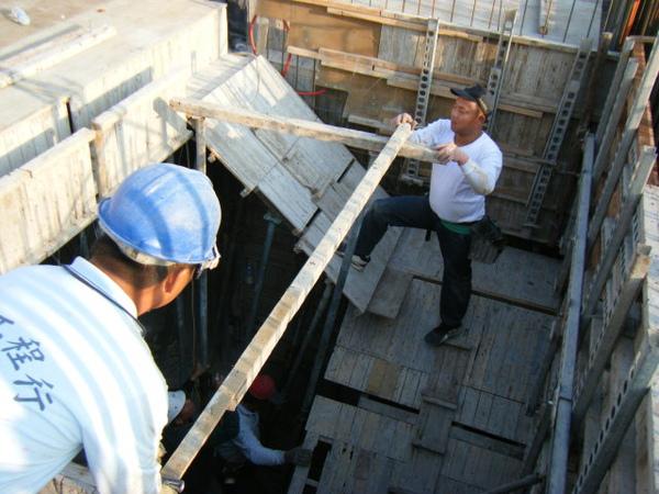 100115-三樓頂板組立12