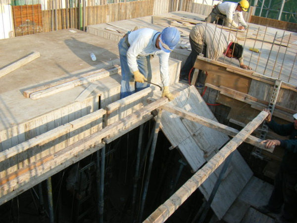 100115-三樓頂板組立14