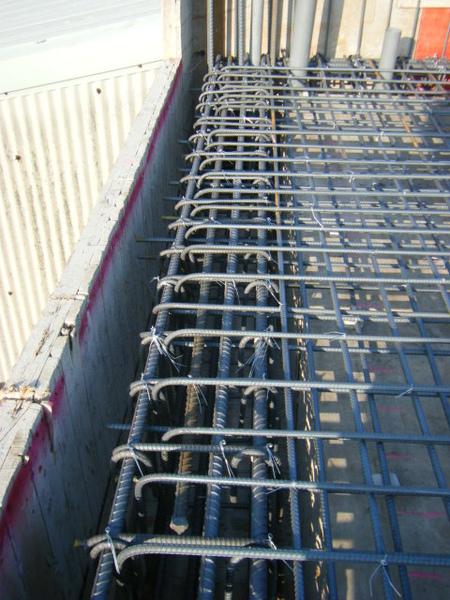 100131四樓頂板鋼筋綁紮+水電配置07.JPG