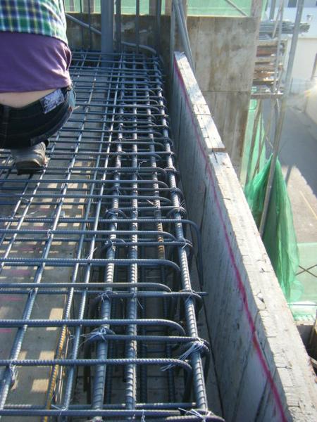 100131四樓頂板鋼筋綁紮+水電配置08.JPG