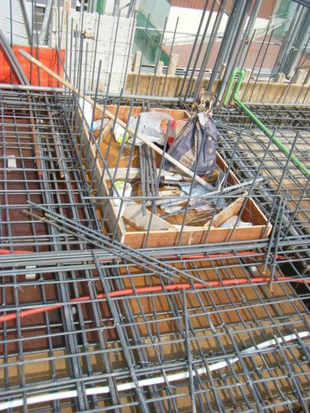 100131四樓頂板鋼筋綁紮+水電配置13.JPG