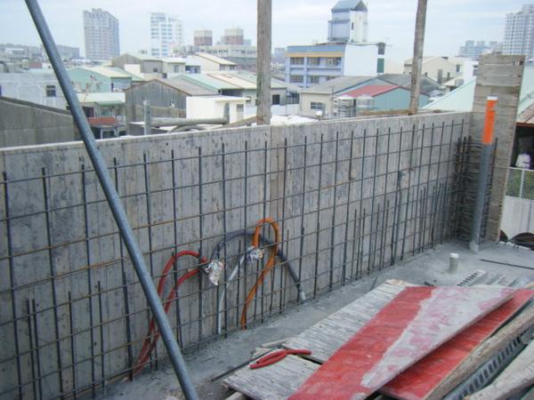 100207-養護五+屋突牆內模+屋突頂板模板04.JPG