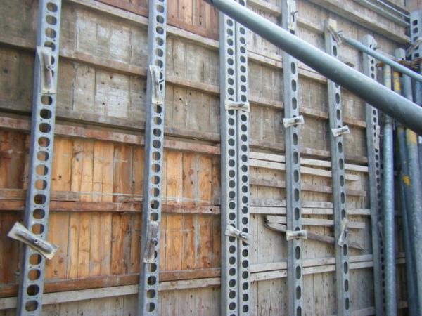 100207-養護五+屋突牆內模+屋突頂板模板05.JPG