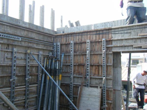 100207-養護五+屋突牆內模+屋突頂板模板09.JPG
