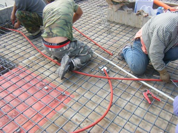 100208-養護六+屋突頂板水電+屋突頂板鋼筋綁紮02.JPG