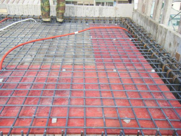 100208-養護六+屋突頂板水電+屋突頂板鋼筋綁紮03.JPG