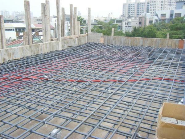 100208-養護六+屋突頂板水電+屋突頂板鋼筋綁紮06.JPG