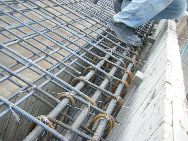 100208-養護六+屋突頂板水電+屋突頂板鋼筋綁紮08.JPG