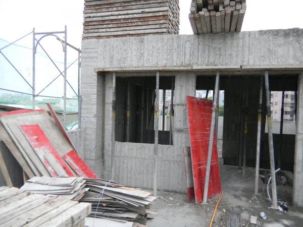100212-屋突拆側模06.JPG
