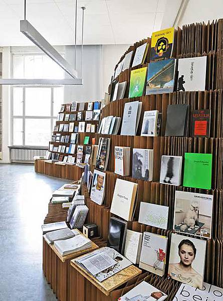 dzn_UdK-Bookshop-Bookshop-2010-2