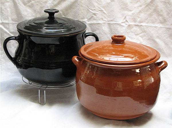 Soupière-and-Olla