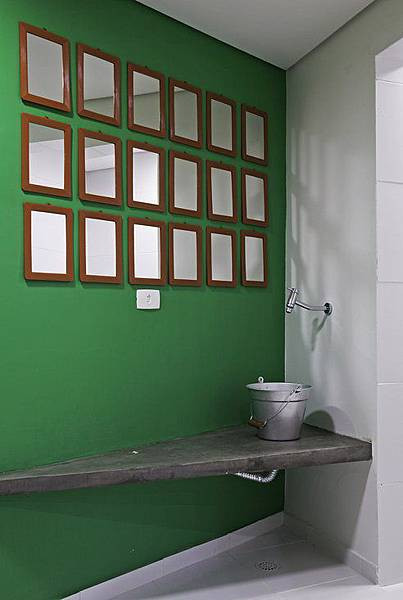 recycled-600-sq-feet-office-brazil-7.jpg.492x0_q85_crop-smart
