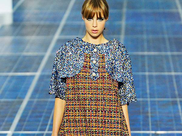 chanel-paris-fashion-week-spring-summer-2013-solar-panels-6