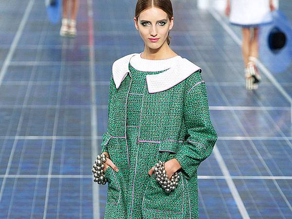 chanel-paris-fashion-week-spring-summer-2013-solar-panels-5