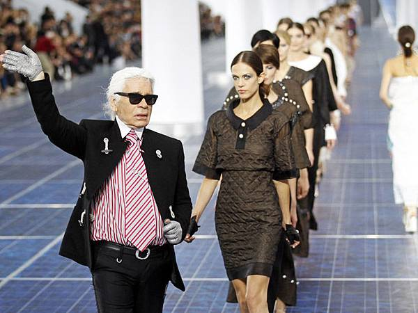chanel-paris-fashion-week-spring-summer-2013-solar-panels-7
