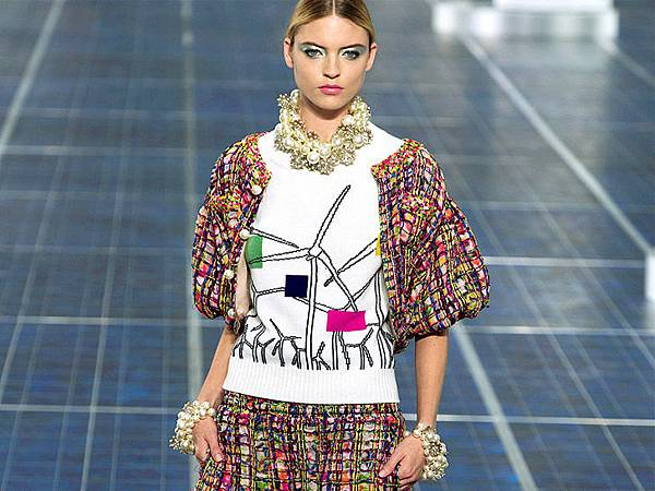 chanel-paris-fashion-week-spring-summer-2013-solar-panels-11