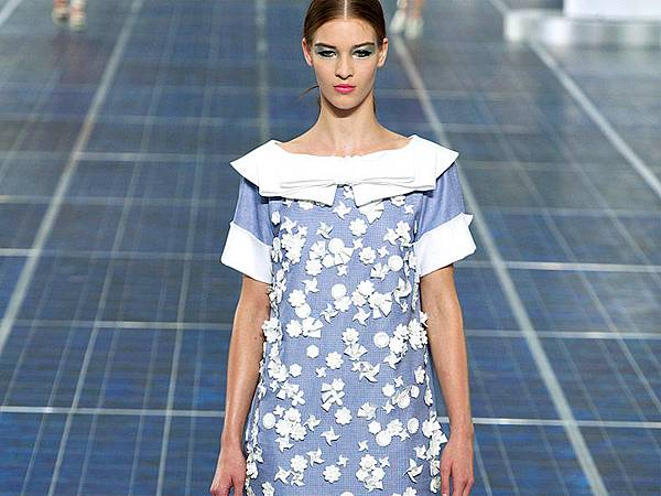 chanel-paris-fashion-week-spring-summer-2013-solar-panels-10