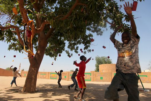 recycled-playground-naimey-africa-3.JPG.492x0_q85_crop-smart