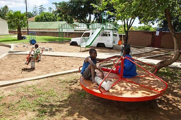 ambulance-playground-in-malawi-03