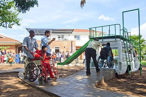 ambulance-playground-in-malawi-04