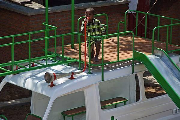 ambulance-playground-in-malawi-07
