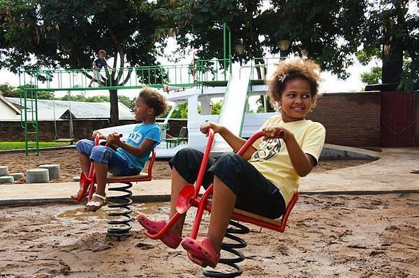 ambulance-playground-in-malawi-06
