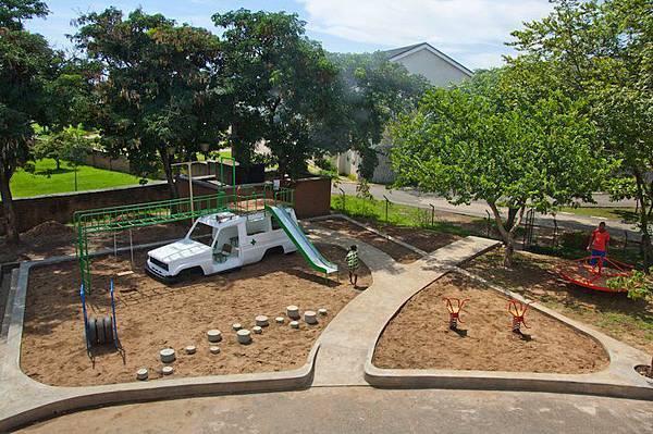 ambulance-playground-in-malawi-08