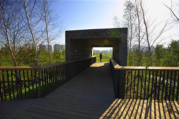 turenscape-Qunli-Stormwater-Wetland-Park-Harbin-China-10.jpg