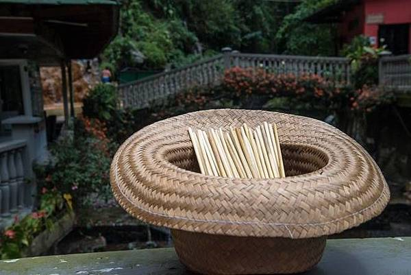 Straw-straws-hat.jpg.662x0_q70_crop-scale.jpg