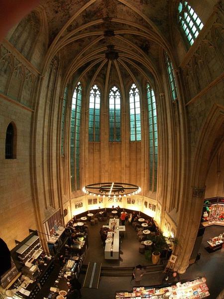bookstore-selexyz-altar.jpg