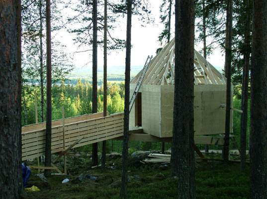 Swedish-Tree-Hotel-Under-Construction-4.jpg