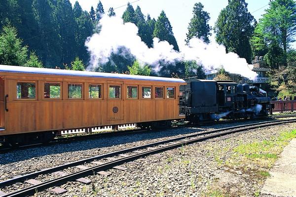 01檜木小火車車廂-邱慶耀攝.jpg