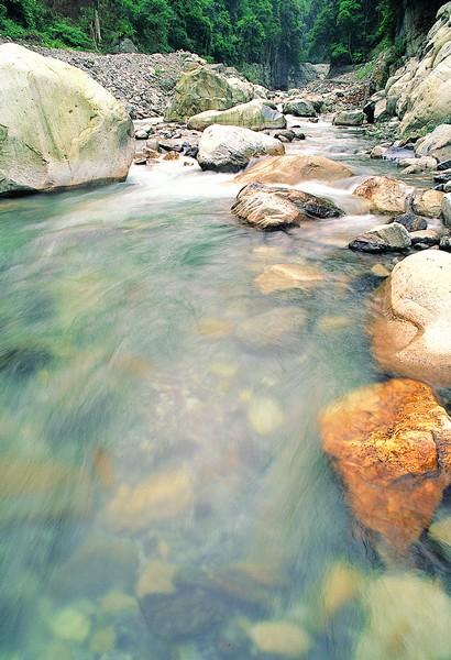 01八仙山巨岩、水質-邱慶耀攝.jpg