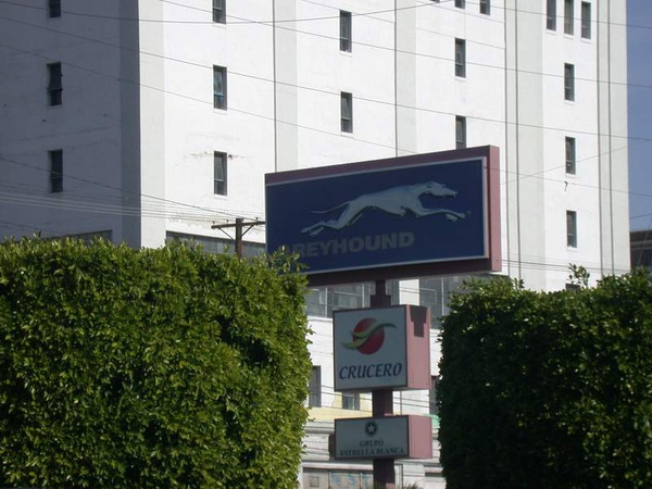 LA Greyhound站外觀  28DEC2010