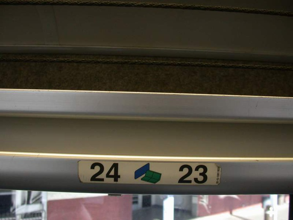 Greyhound 7077車內座號標示  28DEC2010