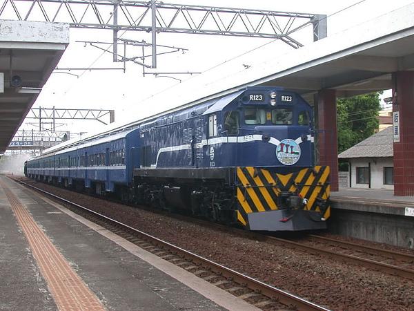 迴送列車通過后里站