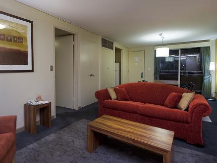 voyages-emu-walk-apartments-ayers-rock_060620110159148103