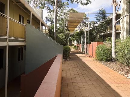 voyages-emu-walk-apartments-ayers-rock_060620110201342865