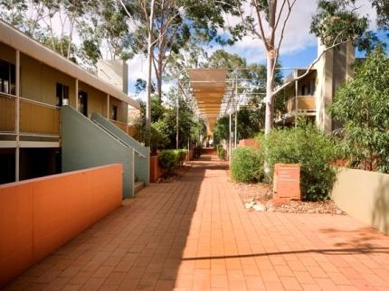 voyages-emu-walk-apartments-ayers-rock_090520130153092889