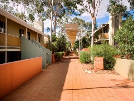 voyages-emu-walk-apartments-ayers-rock_090520130153092889