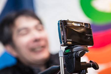 20121221-40-小小一台相機,謝智聰完成他拍攝的記錄片。