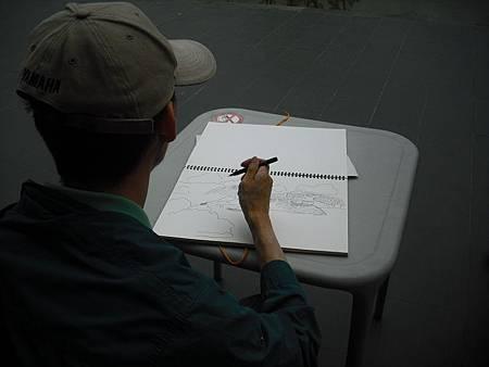 圖2_山水詩意當前,學員一筆一筆畫出美麗的日月潭