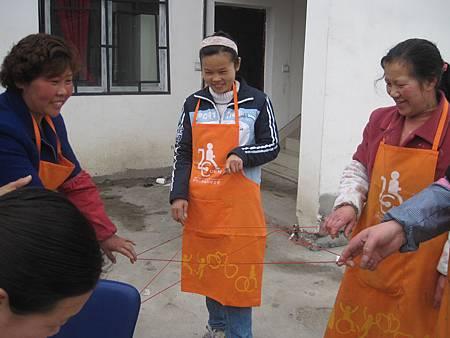 李娘(照片最右邊)