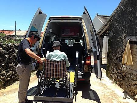 IMG_5257-澎湖當地有了復康巴士接送,對長者就醫是一項福利措施。